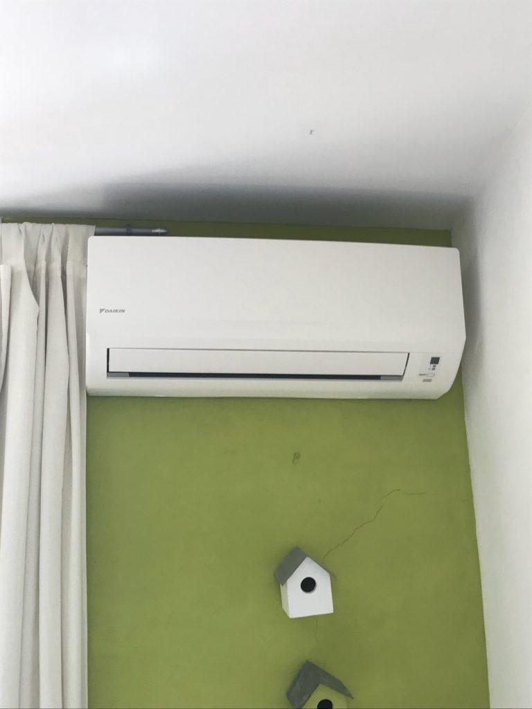 Pose d'une climatisation dans une chambre